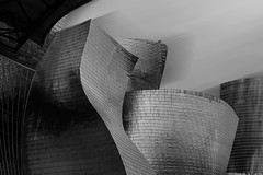 Projections on iron / Proyecciones sobre el hierro (Luis DLF) Tags: blackandwhite bilbao guggenheim frank gehry gehybrothers iberdrola tower tall wind shadows