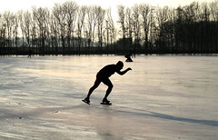 Skaters Winter (YIP2) Tags: ice skating schaatsen ijs winter landscape winterscene dutchlandscape winterlandscape tourskating sport holland zuidholland dutch winterdreams skater water