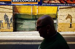 Mlaga (Pim Geerts) Tags: street horse man colour male yellow photography vakantie head gr geel malaga ricoh spanje andalusie kleur straatfotografie websize paardenhoofd pg030190