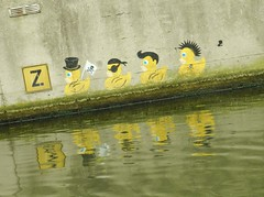 on a sliding scale (JoséDay) Tags: streetart graffiti canal denhaag slidingscale thehague gracht onaboat artinthecity fromaboat slidingdown funnydrawings funtosee 115picturesin2015group 88repetition 115pictures88 4onarowrepetition kunstlangsdegracht