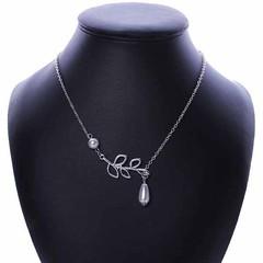 สร้อยคอแฟชั่น เส้นเล็กประดับมุกสีขาวลายใบไม้สวยหรู นำเข้า สีเงิน Pearl Leaf Necklace - พร้อมส่งW294 ราคา250บาท ให้การแต่งตัวของสาวๆดูมีชีวิตชีวาด้วยดีไซน์ใบไม้ร่าเริง และสนุกได้กับทุกสถานที่ จับสร้อยคอแฟชั่นเส้นเล็กมุกเดี่ยวมาแมทช์กับเสื้อเชิ้ตหรือชุดสไตล