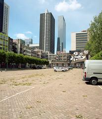 Rotterdam (Jorkew) Tags: street 50mm rotterdam candid f45 format z portra delftse poort sekor delfste rz67mamiya wmedium poortschieblokluchtsingelzuidhollandzuidhollandparkingspaceleaveleavesgreentreebomentakkenparkeerplaatsautomobilebuildingbuildingsarchitecturekodakportra160kodak 160mamiyarz67rz67formatmediummamiya zsekor zmamiya