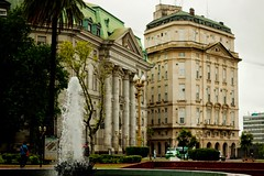 Plaza de Mayo (MiGodau) Tags: building argentina architecture arquitectura buenosaires edificio viagem cidades praademaio