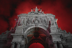 Burning Winter Sky (Matthias Matula) Tags: lisbon lissabon lisboa portugal baixa winter frost burn burning fire sky colorful red sony a7 28mm night glow arch art street europe city urban monument praca commercio