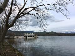 Una casita en el lago (AGirau ...) Tags: monstruodebañolas lestanydebanyolas lestany flikcr agirauflickr agirau palafito bañolas agua caseta lago lagodebanyolas lagodebañolas
