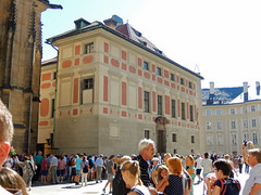 Old Canonry, 2016 Aug 27 (Dunnock_D) Tags: czechia czechrepublic prague blue sky castle praguecastle staréproboštství oldcanonry crowd tourists buildings malástrana lessertown