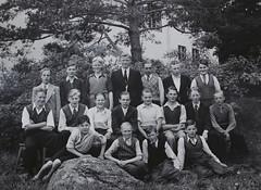 Norra ngby Folkskola, klass 8a, vrterminen 1937 (Olle Sundh) Tags: stockholm norra skola klass bromma svv skolfoto ngby folkskola skolbarn vultejusvgen