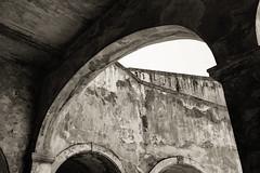 Arches. Fuerte San Cristobal, Viejo San Juan (Plasmatico) Tags: old white black puerto san juan sony cybershot rico viejo rx1 dscrx1