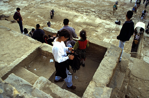 "Ägypten 1999 (632) Kairo: Chephren-Pyramide, Gizeh • <a style=""font-size:0.8em;"" href=""http://www.flickr.com/photos/69570948@N04/31581968294/"" target=""_blank"">View on Flickr</a>"