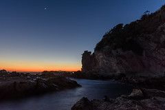 黄昏のVenus (Mori.Kei) Tags: 金星 venus 岩場 rocks 海 水 water ocean sea blue orange night 黄昏
