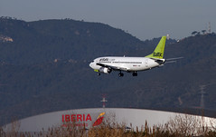 Air Baltic / Boeing 737-31S / YL-BBR (vic_206) Tags: bcn lebl plane airbaltic boeing73731s ylbbr takeon landing canoneos7d canon300f4liscanon14xii