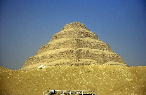 "Ägypten 1999 (580) Kairo: Djoser-Pyramide, Sakkara • <a style=""font-size:0.8em;"" href=""http://www.flickr.com/photos/69570948@N04/31904033586/"" target=""_blank"">View on Flickr</a>"
