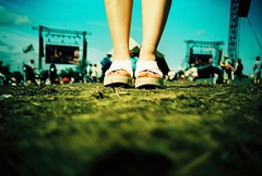 twinkle toes (fotobes) Tags: red sky feet field grass festival lca xpro crossprocessed toes mud legs jessica sandals crossprocess glastonbury bluesky nailpolish glastonburyfestival speakers screens agfaprecisa100 pyramidstage rednailpolish agfactprecisa100 ratseyeview
