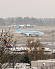 A 757, 777, Two A320s & An Embraer @ #KSEA (AvgeekJoe) Tags: 757 757200 757208 777 777300er 7773b5er a330 airbus airbust airbusta330 boeing757 boeing757200 boeing757208 boeing777 boeing777300er boeing7773b5er d5300 dslr delta deltaairlines deltaconnection erj175 erj175lr embraererj175 embraererj175lr hl8009 icelandair ksea koreanair nikon nikond5300 seatac seatacairport seatacinternational seattletacomainternational seattletacomainternationalairport tffio aircraft airplane airport aviation jetliner plane