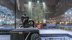 Snowy Rockefeller Center (20161217-DSC08900) (Michael.Lee.Pics.NYC) Tags: newyork rockefellercenter mankind paulmanship iceskating rink christmas holiday tree 2016 snow winter architecture cityscape night sony a7rm2 voigtlanderheliar15mmf45