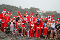 (Paul J's) Tags: event greatkidscansantarun newplymouth taranaki eastendbeach christmas santa beach boy boys girl girls man men woman women