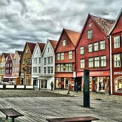 BERGEN (Claudia Bronzi) Tags: briggen tyskebryggen bergen norway norvegia unesco seafront boardwalk lungomare case house colors hdr