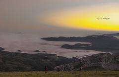 Amaneciendo y bajando (Jabi Artaraz) Tags: fog otoño zb bruma gorbea udazkena montañeros euskoflickr arratia mendizaleak jartaraz