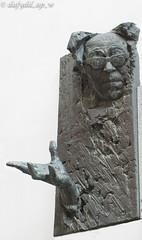 lend us a hand mate.jpg (dafydd_ap_w) Tags: statue artwork tallinn estonia baltic teacher director voldemarpanso estonianactor