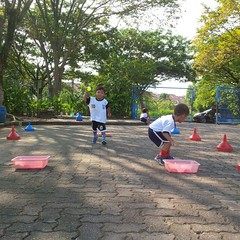 kegiatan-olahraga-memindah-bola-lari-silang (5)