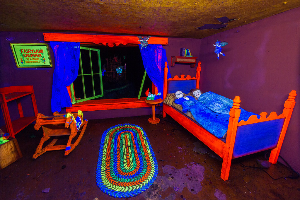 Trippy Bedroom ( Dangler) Tags: Old Longexposure Travel Usa Tourism Colors  Vintage Georgia