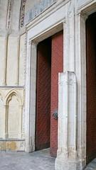 Porte  Bayonne (TarValanion) Tags: door porte bayonne cathedrale