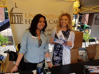 Miss Iowa visits UI Health Care's booth at RAGBRAI 2015