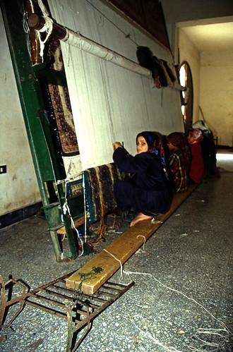 """Ägypten 1999 (559) Kairo: Teppichknüpferei in Gizeh • <a style=""""font-size:0.8em;"""" href=""""http://www.flickr.com/photos/69570948@N04/31230946740/"""" target=""""_blank"""">Auf Flickr ansehen</a>"""