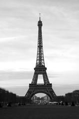 Tour Eiffel monochrome (ewan.osullivan) Tags: paris france eiffeltower toureiffel blackandwhite monochrome bw champsdemars
