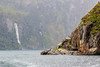En el fiordo de Milfrod (Andrés Guerrero) Tags: fiordland fiordlandnationalpark fiordodemilford milford milfordsound naturaleza nature newzealand nuevazelanda oceanía parquenacionaldefiordland southland nz mar sea agua water fog niebla