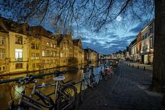 Bicicletas en Gante (fruizh) Tags: agua gante reflejos bélgica bicicleta nubes 2016 ríoleie nocturna fruizh