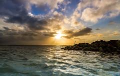 EL GRAN CARIBE (Jhonny Peralta) Tags: paisaje photography photographer canon5d 24105mm canon canonphotography pasionporlafotografia atardecer latinoamerica sol rayosdesol cielo fotografia mar playas marcaribe