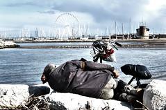 distanze incolmabili (Danifoschi) Tags: barca rimini ruota bicicletta vele povero