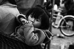 occhi (Dalia-Nera) Tags: sguardi ritratto donnamessicana tessitura reportage messicanpeople bambino