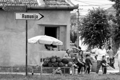 The way to Romania (chat des Balkans) Tags: street family famille blackandwhite bw relax sitting noiretblanc serbia streetlife romania roadsign streetphoto rue glance seller assis regard repos roumanie vojvodina srbija voivodina marchand watermelonseller photoderue pasteque serbie vendeur streetpicture vrsac panneauroutier serbiastreet ruedeserbie voivodine lifeinserbia vieenserbie serbiastreetphoto lifeinvrsac vieavrsac vrsacstreetphoto vrsacstreet ruedevrsac roadtoromania routepourlaroumanie vendeurdepasteques