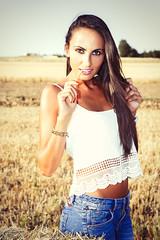 Verónica (jagudo) Tags: summer portrait girl retrato verano fields denim campos vaqueros