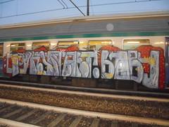 052 (en-ri) Tags: gnonart baby arrow rosso lilla ufo rink giallo train torino graffiti writing
