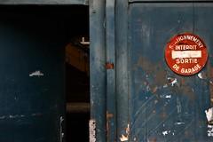 IMG_7558_C57_rot (eugeniointernullo) Tags: strasbourg france francia alsazia alsace door porta divieto interdit forbidden blue blu open aperto