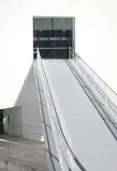 ¿Dentro o fuera? (Micheo) Tags: granada museodelamemoriadeandalucía arquitectura architecture blanco geometría minimalismo albertocampobaeza
