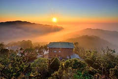 ~雲洞......雲不動~  Clouds sunset (Shang-fu Dai) Tags: 台灣 taiwan 苗栗 三義 雲洞 雲洞山莊 雲海 clouds sunset nikon d800e af20mmf28d 夕陽 landscape 戶外 formosa 天空