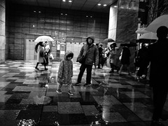 . (Elliott Fusy-Pudal) Tags: fukuoka kyushu japan rain rainnyday night street neonlights 福岡 福岡市 日本 九州 雨の日 夜 通り lastdays umbrella 傘 shops 商店 ネオン blackandwhite bw 白黒