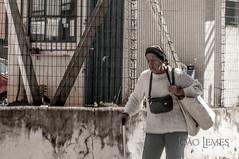 tired old lady (Jlemes) Tags: street old art lady tired rua fotografia cansada velhinha