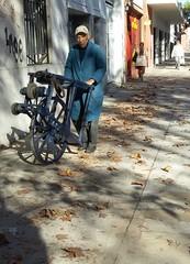 Caminando Buenos Aires. Oficios.Afilador (santiaguitogonzalez) Tags: afilador ciudadbuenosaires caminandobuenosaires barriovilladelparque
