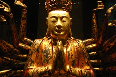 Statue @ Singapore museum