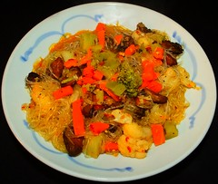 Red Chile Smoked Oyster & Vegetable Rice Vermecelli (ezigarlick) Tags: vegetables rice onions cauliflower garlic sesameoil brocolli vermecelli redchile smokedoysters
