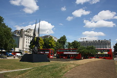 At Marble Arch (2) (lazy south's travels) Tags: uk red england sculpture bus london statue arch britain transport tourist marble trnsport