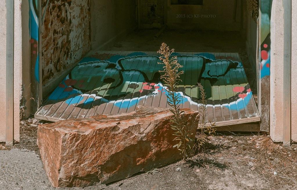 U0026quot;Menhiru0026quot; Against Garage Door :) (KF Photo) Tags: