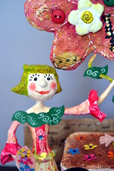 Florecita (* Cludia Helena * brincadeira de papel *) Tags: brazil flower love smile brasil doll amor flor alegria sorriso boneca cor papermache papiermach papelmach cludiahelena