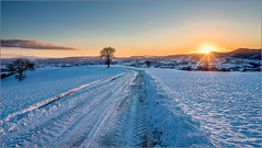 tramonto invernale in collina (Luigi Alesi) Tags: sanseverino italia italy marche macerata san severino gaglianvecchio paesaggio landscape scenery tramonto invernale winter sunset natura nature sole sun neve snow inverno luce light country countryside nikon raw d750