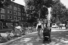 Hamburg - Eimsbüttel. Osterstrasse (fipixx) Tags: alltag gesellschaft lebenswelt menschen leute strasse strassen strassenleben strassenszene outdoor everyday leisure living environment humans people street road streetscene urban urbanarte hamburg